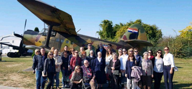 GALERIJA Humanitarni posjet Vukovaru djelatnika Osnovne škole Sukošan