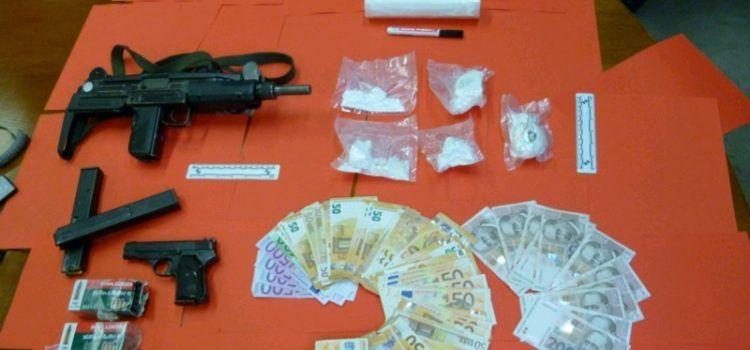 U Audiju i kući u Privlaci pronađena veća količina droge i oružja