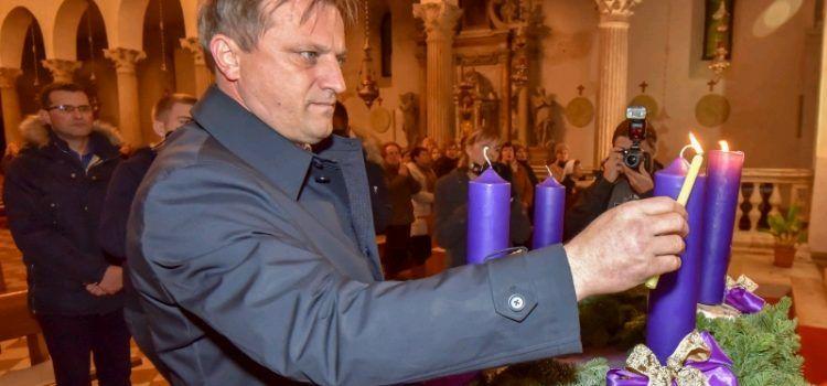 Gradonačelnik Dukić zapalit će 2. adventsku svijeću u crkvi Sv. Šime