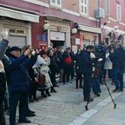 GLASNI SAMO NA FEJSU Na prosvjed zbog Daruvarca došlo 30 ljudi!