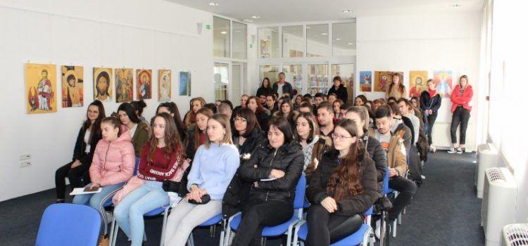 GALERIJA Stipendije dobilo 20 učenika i 58 studenata iz Benkovca