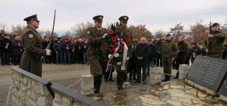 GALERIJA Vijenci za poginule heroje na lokacijama borbi u akciji Maslenica