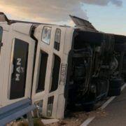 FOTO Bura prevrnula kamion na Paškom mostu