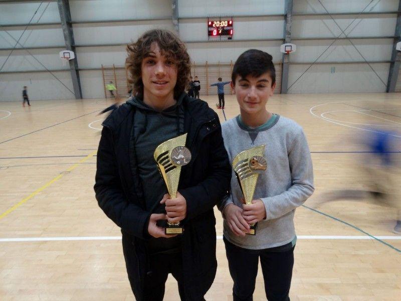 Najbolji pojedinci dječijeg turnira s lijeva na desno-najbolji igračMarko Brkljača(Raštević) i najbo-800x600