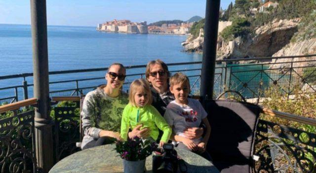NAJLJEPŠI TRENUCI Luka Modrić sa suprugom i djecom odmara u Dubrovniku