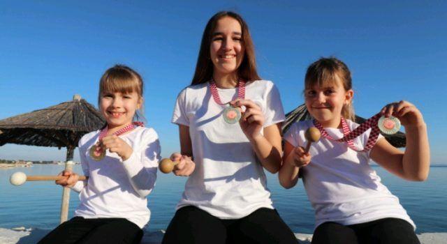 Tri male mažoretkinje iz Vira osvojile zlatne medalje na regionalnom prvenstvu