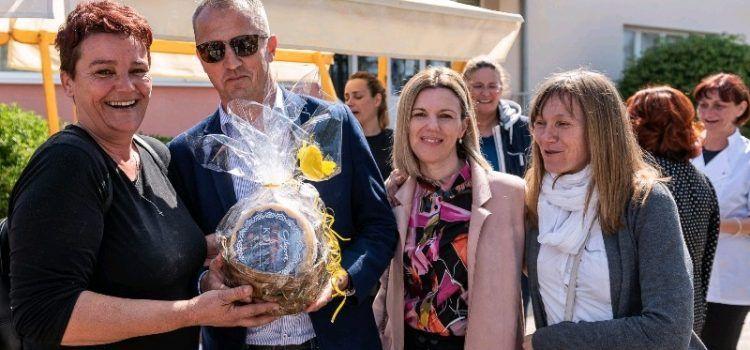 GALERIJA Uskrsni stol našeg mista – tradicija i običaji mještana Privlake