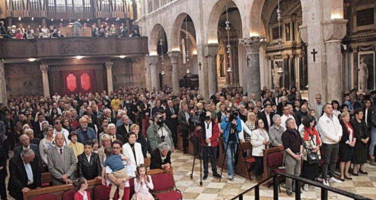 U prepunoj katedrali Sv. Stošije u Zadru misu predvodio mons. Puljić
