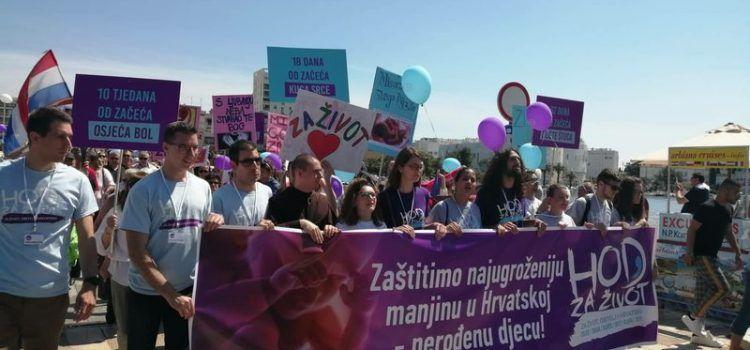"""PROTIV PRAVA NA ABORTUS Oko 3.000 Zadrana sudjelovalo u """"Hodu za život"""""""