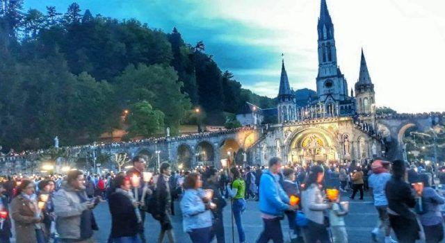 GALERIJA Vjernici iz Zadra predvođeni vlč Topalovićem hodočastili u Lourdes