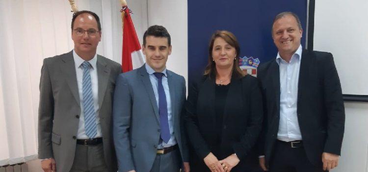 Potpisan ugovor o podizanju triju teniskih betonskih terena na Višnjiku