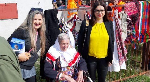 Baka Peka Zelić i u 99. godini života svoje rukotvorine prodaje na sajmu u Benkovcu