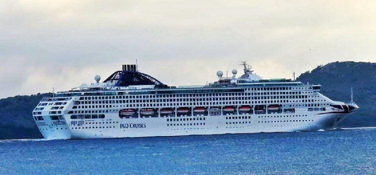 """FOTO Ogroman kruzer """"Oceana"""" uplovio u Zadar s dvije tisuće putnika"""