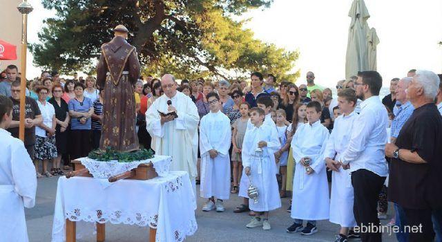 Vjernici u Bibinjama proslavili blagdan Sv. Ante: Blagoslov dobila i djeca