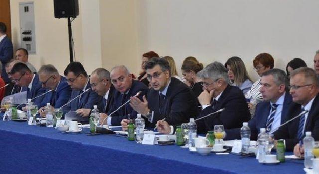 Plenković u Zadru: Dijalog Vlade RH sa županijama, gradovim i općinama vrlo je koristan