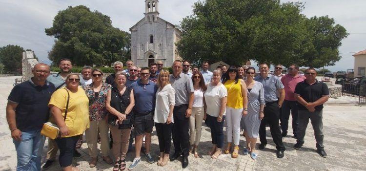 Novi predsjednik NHR Zadarske županije Dalibor Barešić; Čestitala mu Bruna Esih