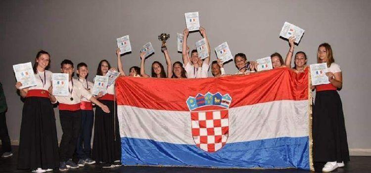 Dječja klapa Baliniera s otoka Ugljana osvojila 1. mjesto na festivalu u Parizu!