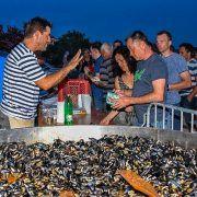 GALERIJA Ribarska večer u Povljani; U delicijama uživali brojni posjetitelji