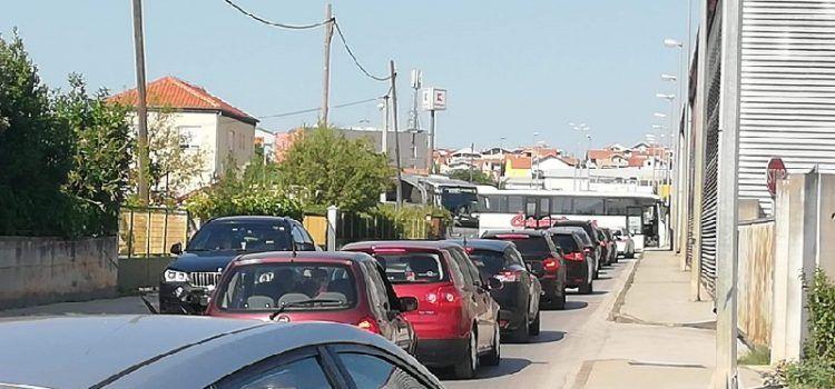 FOTO Autobus blokirao promet na raskršću kod Intermoda