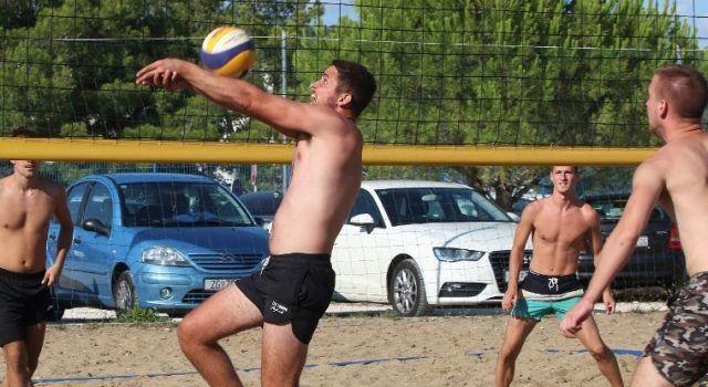 """GALERIJA U Bibinjama održan turnir u odbojci na pijesku """"Hvala branitelji"""""""