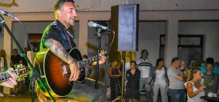 GALERIJA Sandi Cenov održao koncert u Povljani