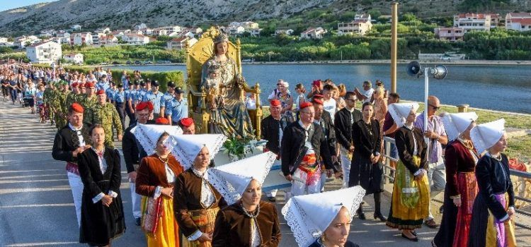 GALERIJA Veličanstvena procesija za blagdan Velike Gospe održana na Pagu