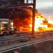 VIDEO Zastrašujući prizor: Izgorio autobus na ulazu u tunel Sv. Rok
