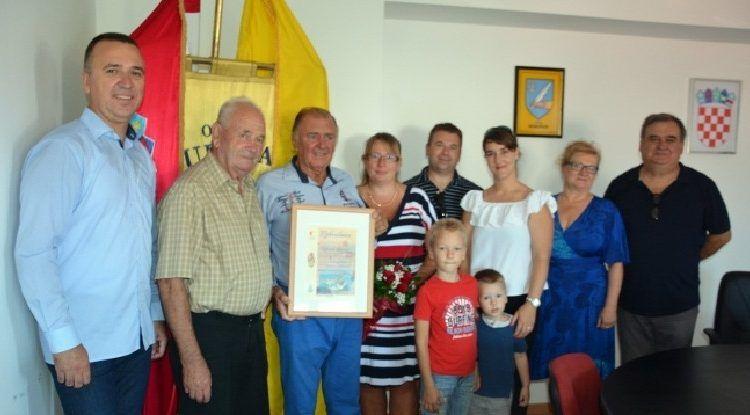 OBOŽAVA SUKOŠAN Češki turist Zdenek Baratak tamo ljetuje već 50 godina!