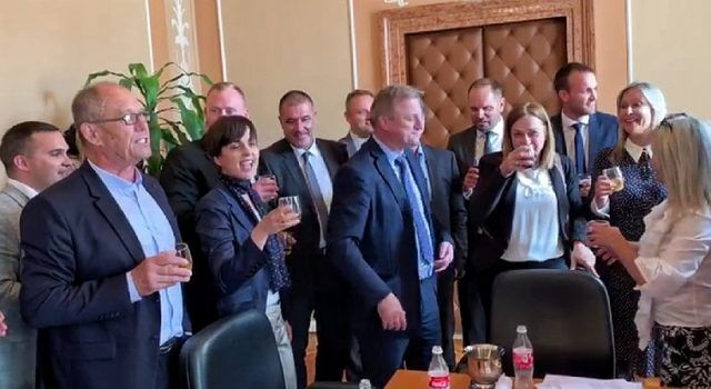 VIDEO Veliko veselje: Prijetelji i kolege Božidara Kalmete slave oslobađajuću presudu!