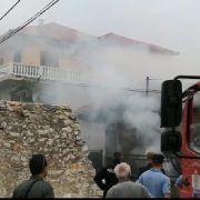 VIDEO Gori kuća u Arbanasima, vatrogasci pokušavaju spriječiti širenje požara