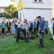 POVLJANA U sklopu akcije 'Posadi drvo, ne budi panj' posađena stabla oko crkve Sv. Jurja