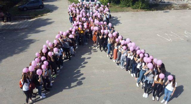 """FOTO Učenici MIOC-a u akciji """"Mama budi zdrava"""""""