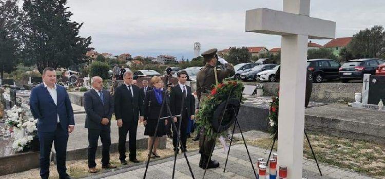 FOTO Položeni vijenci u spomen na poginule branitelje