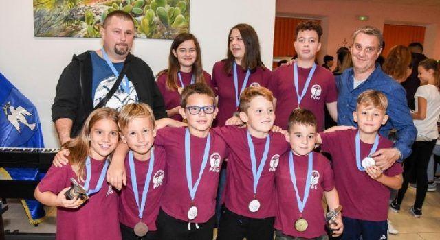 Na Prvenstvu jadranskih otoka u stolnom tenisu djeca iz Paga osvojila 11 medalja