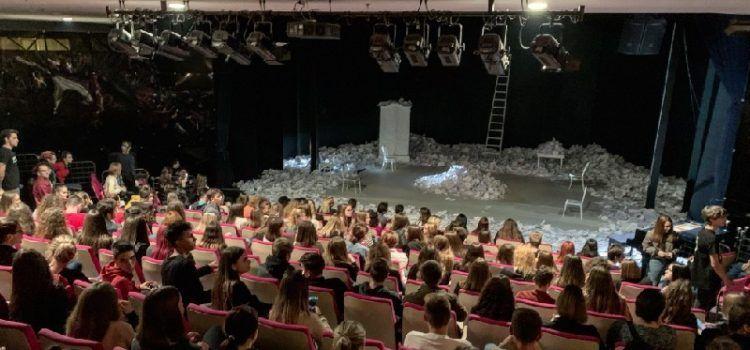 U prepunoj dvorani Kazališta lutaka Zadar održana dramska predstava 'Kabanica'