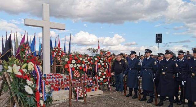 TUŽNA OBLJETNICA Više od 15.000 građana odalo počast žrtvama Škabrnje