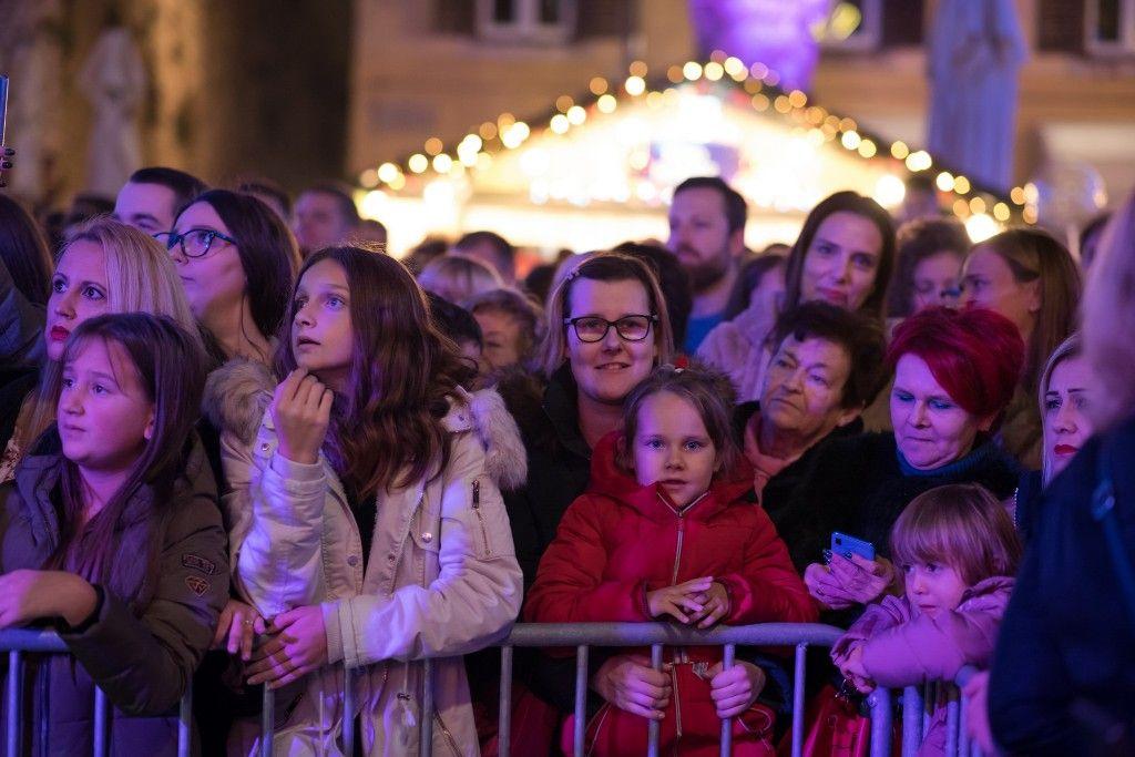 003 Advent u Zadru otvaranje Prljavo kazalište 23.11.2019, foto Iva Perinčić 07 (1)-1024x683