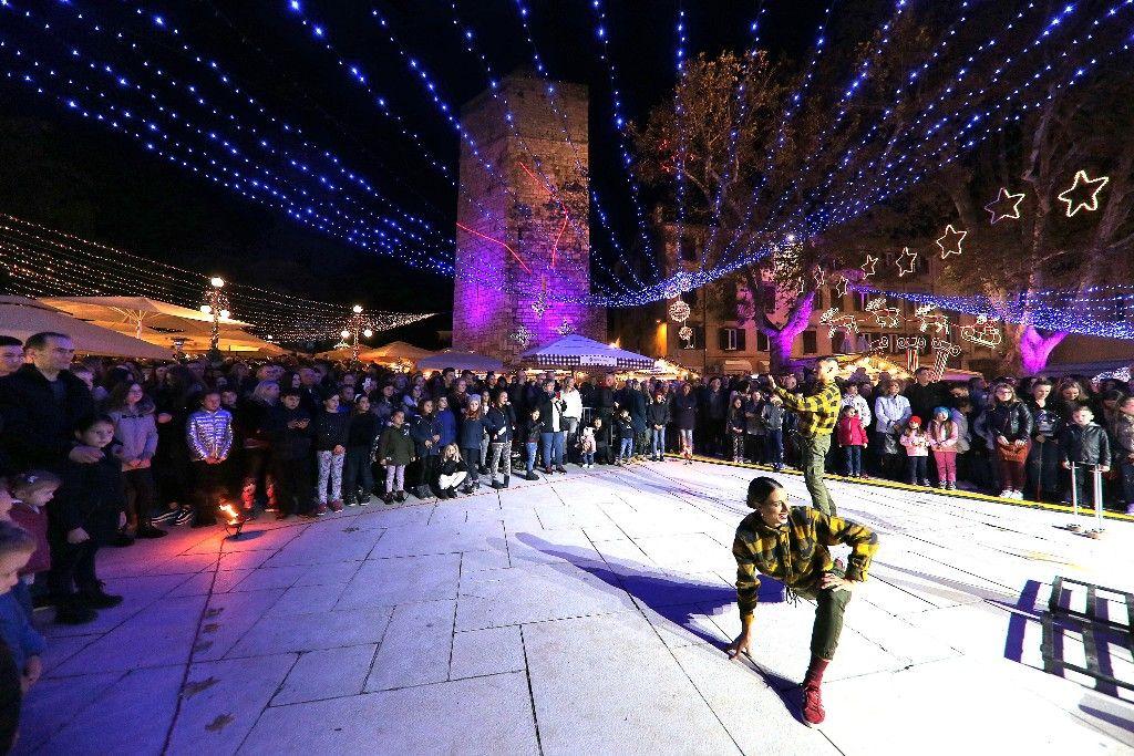 004 Advent u Zadru otvaranje Prljavo kazalište 23.11.2019, foto Fabio Šimićev 04 (1)-1024x683