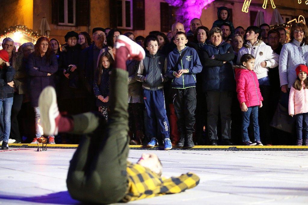 004 Advent u Zadru otvaranje Prljavo kazalište 23.11.2019, foto Fabio Šimićev 06 (1)-1024x683