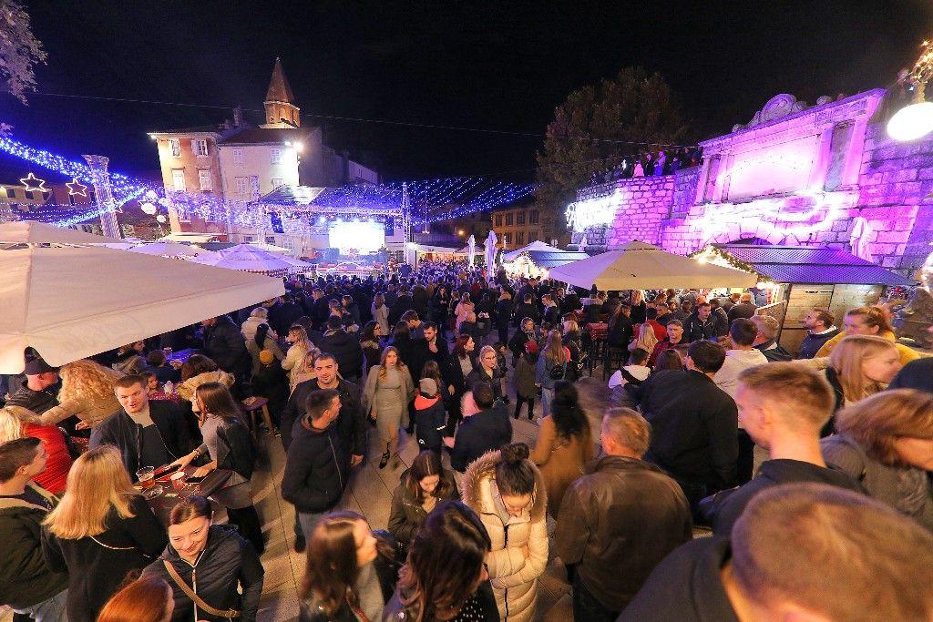 004 Advent u Zadru otvaranje Prljavo kazalište 23.11.2019, foto Fabio Šimićev 10 (1)-1024x683