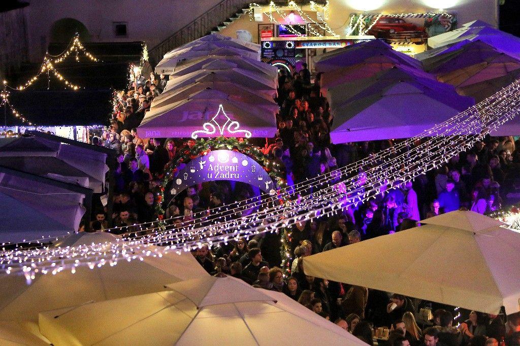 004 Advent u Zadru otvaranje Prljavo kazalište 23.11.2019, foto Fabio Šimićev 17 (1)-1024x682