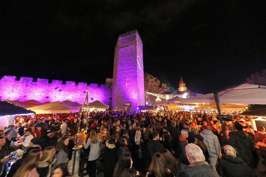 004 Advent u Zadru otvaranje Prljavo kazalište 23.11.2019, foto Fabio Šimićev 18 (1)-1024x683