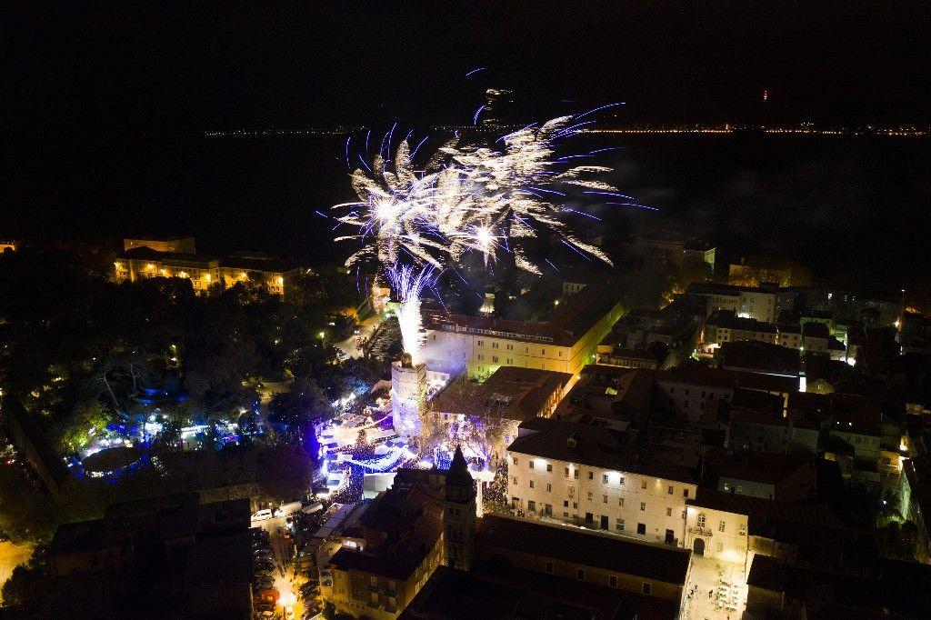 004 Advent u Zadru otvaranje Prljavo kazalište 23.11.2019, foto Fabio Šimićev 28 (1)-1024x682