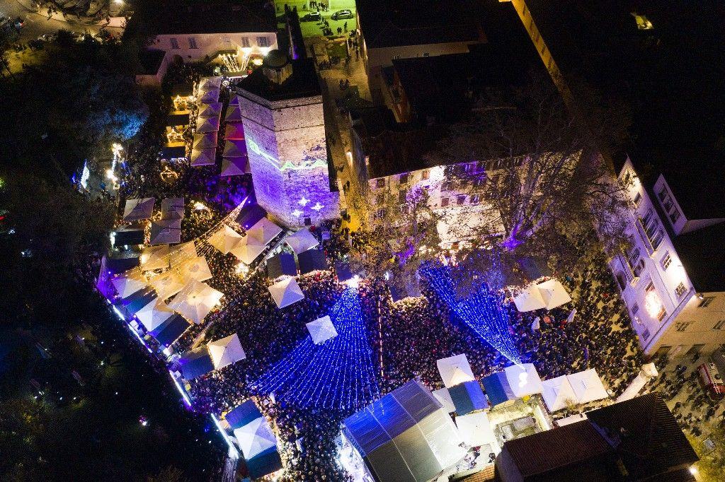 004 Advent u Zadru otvaranje Prljavo kazalište 23.11.2019, foto Fabio Šimićev 29 (1)-1024x682