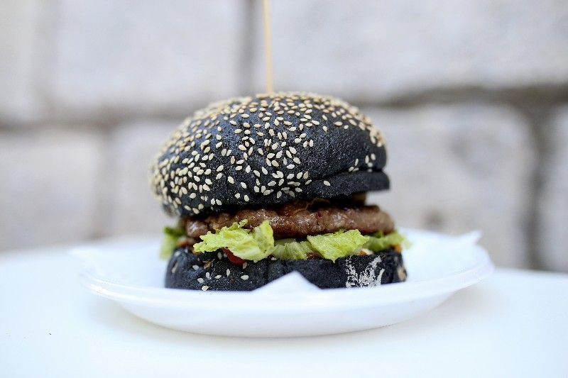 Didova kućica_crni hamburger-800x533