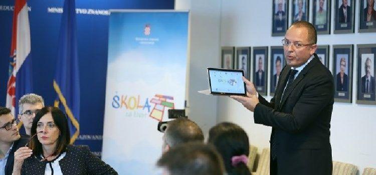 Škole u Hrvatskoj do početka drugog polugodišta dobit će 91 tisuću tableta