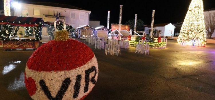 GALERIJA Prekrasno uređen adventski trg u Viru – zasvijetlio u punom sjaju!
