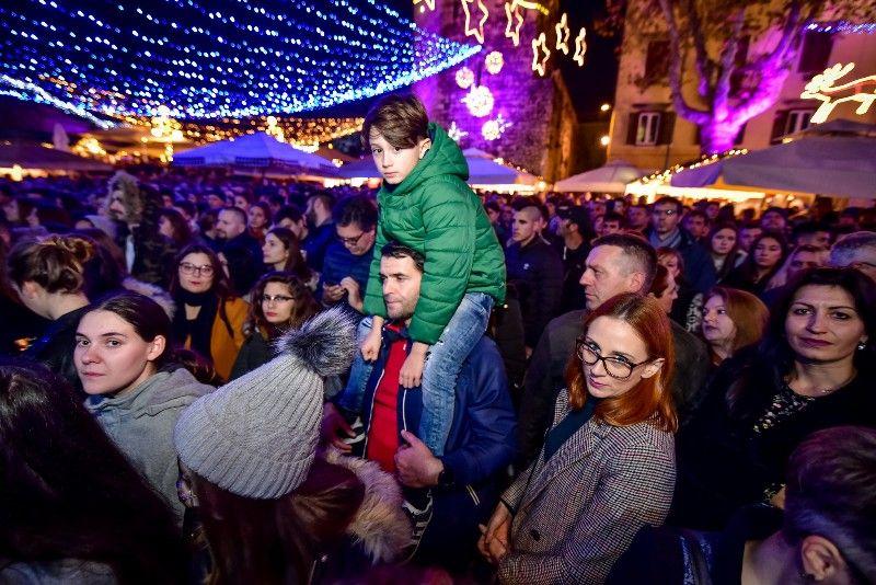 027 Advent u Zadru Opća opasnost 07.12.2019, foto Iva Perinčić 28 (1)-800x534