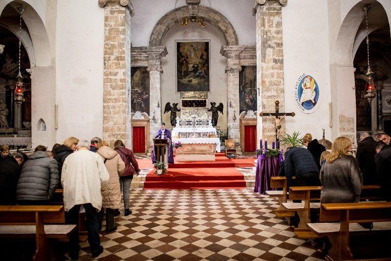 Druga adventska svijeća Gradonačelnik 07.12.2019, foto Iva Perinčić 23 (1)-800x534