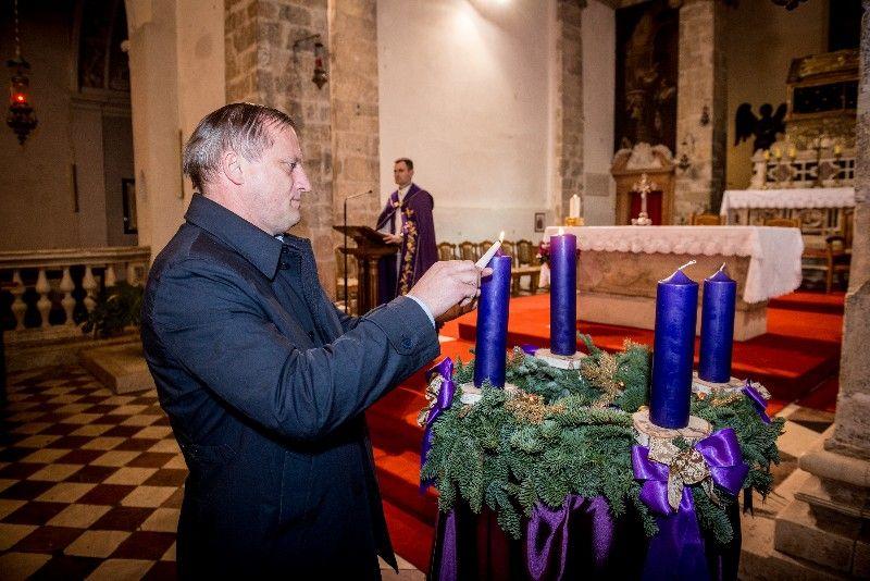 Druga adventska svijeća Gradonačelnik 07.12.2019, foto Iva Perinčić 26 (1)-800x534